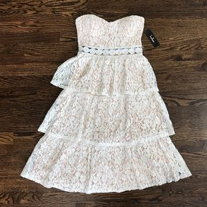 Lulu's Tiered Lace Dress small